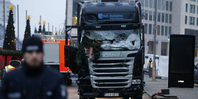 À Berlin, le camion fonce dans le marché de Noël