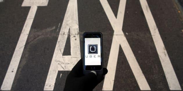Stop alle berline nere di Uber in Italia. Giudici: concorrenza sleale