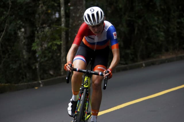 Dutchwoman Van Vleuten hurt in horror crash