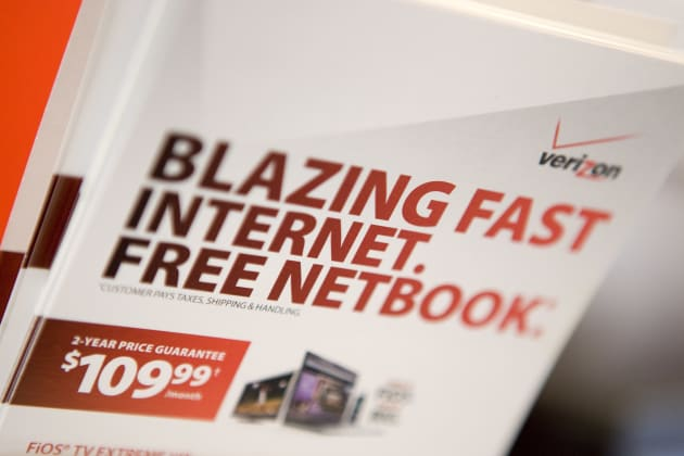 Brochures for Verizon FiOS and a free netbook sit inside a V
