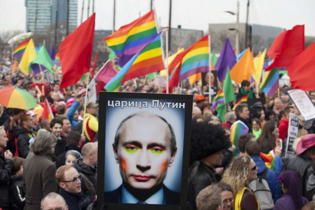 La Russie interdit un photomontage de Poutine en drag queen