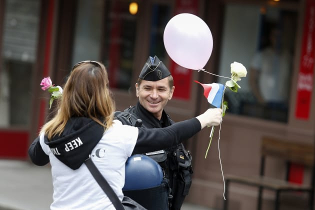 Cérémonie d'hommage au policier Xavier Jugelé au commissariat — Pau