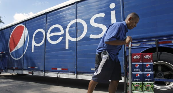 Earns PepsiCo (A delivery driver loads products on a cart to be delivered to a convenience store in Orlando, Fla., Wednesday, Oc