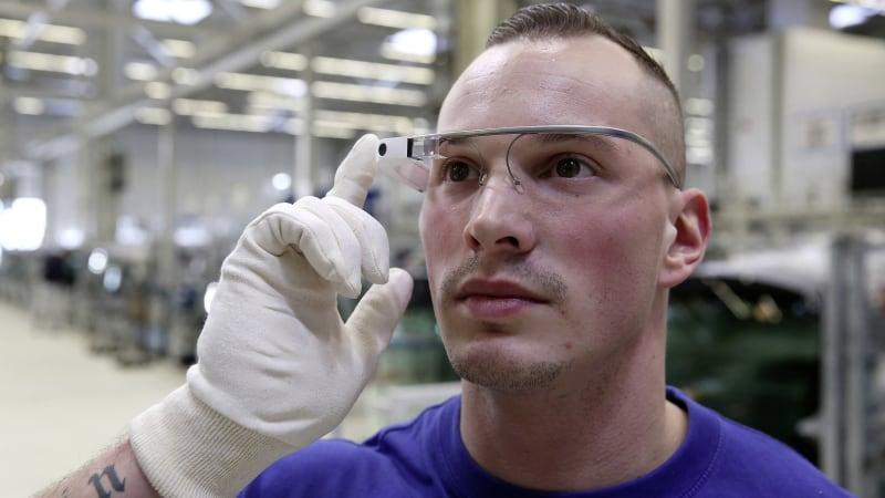 Volkswagen using 3D smart-glasses at Wolfsburg plant