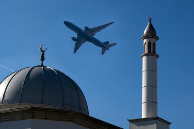 Passenger airliner overflies Hounslow mosque