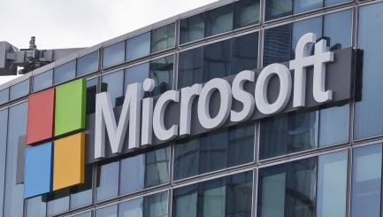 Microsoft to up UK prices after pound plunges