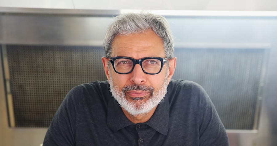 Jeff Goldblum Serves Sausages To Sydneysiders