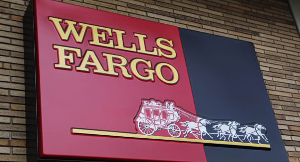 Earns Wells Fargo Bank
