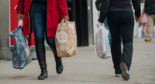 Shoppers In Harlem Ahead Of Consumer Sentiment Figures