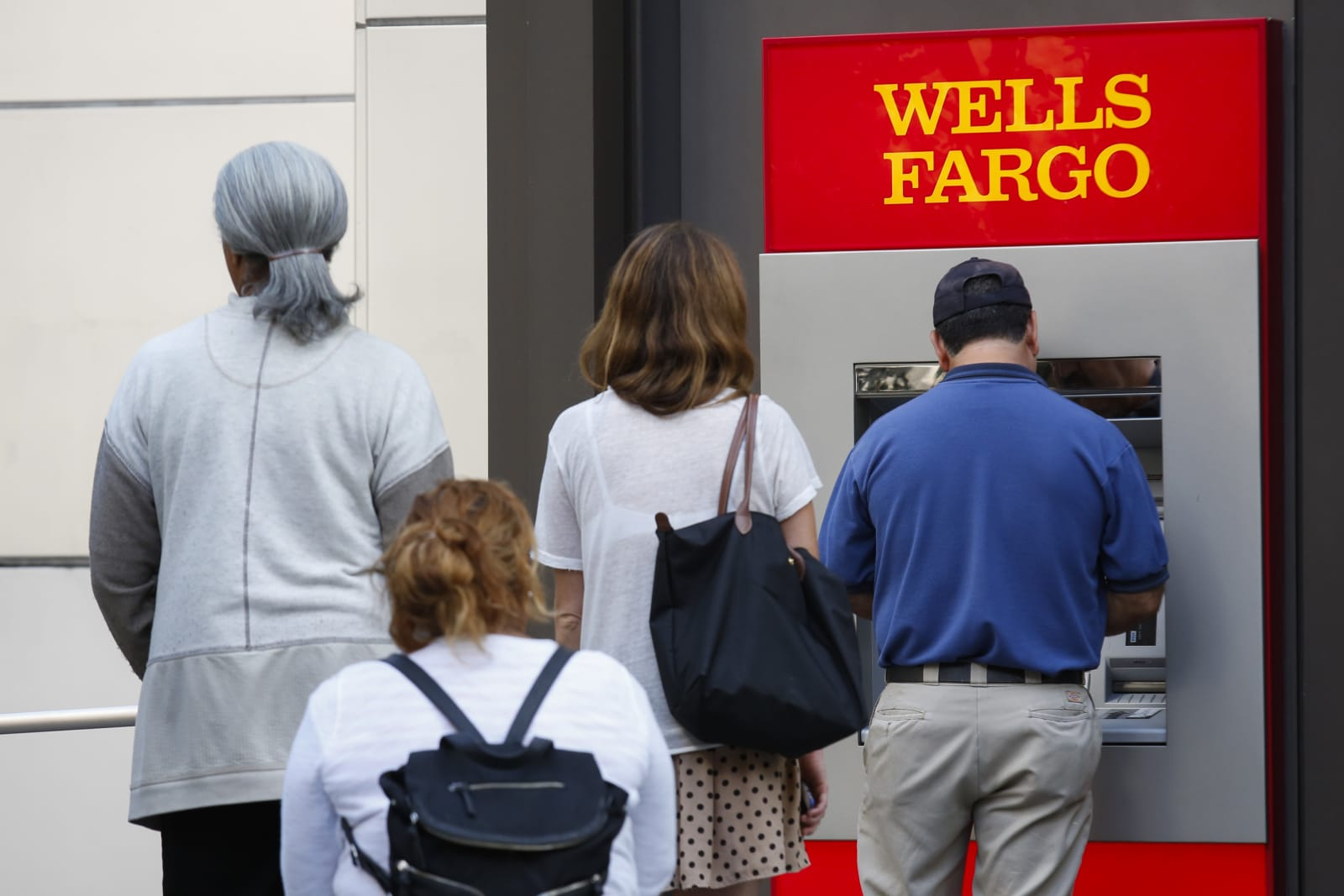 Wells Fargo activates cardless withdrawals for all its ATMs