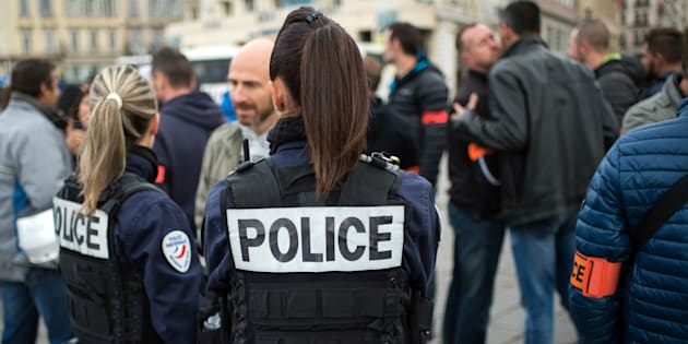 Hollande rencontrera mercredi leurs représentants — Grogne des policiers