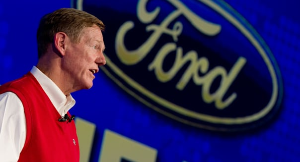 CEO Alan Mulally to stick with Ford