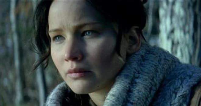 'Catching Fire' Photos: Three New Pics Feature Katniss, Prim, and Gale