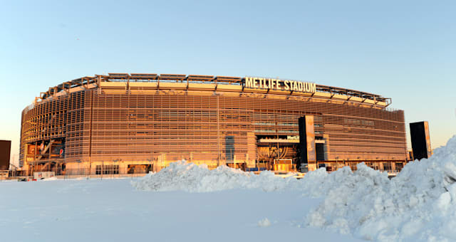 Super Bowl 2014 Embracing the Cold Football