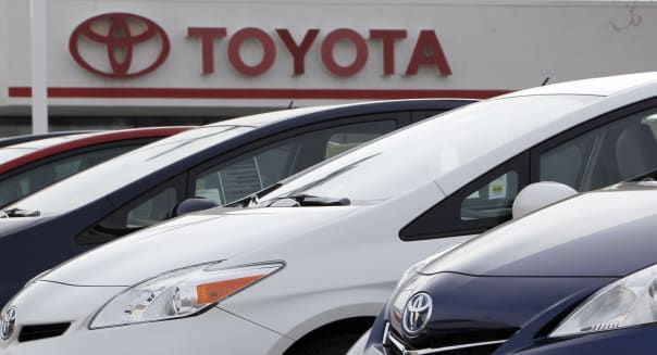 Toyota recalls 1.9 Million Prius cars for software glitch