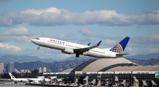 United Airlines Boeing 737-824 takes off from Los Angeles Airport on January 28, 2013