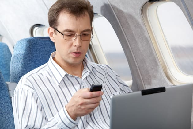 Flight attendants want to bring back gadget ban during takeoff and landing