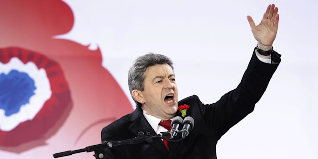 Mélenchon marche pour la VIe République... et pour relancer sa campagne