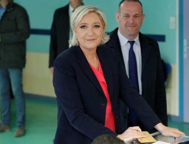 Macron vence eleições na França com 65,9% dos votos, indicam pesquisas