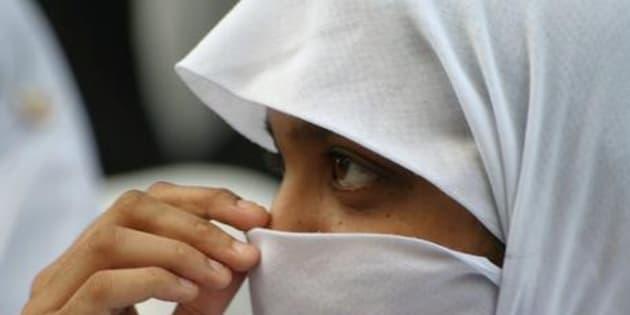 Siena, picchia figlia perché senza velo: Arrestato
