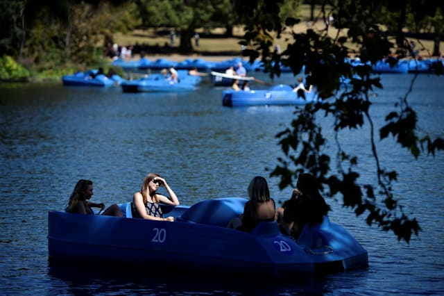 London weather: Health alert issued as capital bakes in 30C heatwave