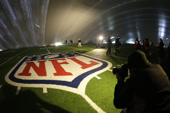Super Bowl Turf Duspute Football