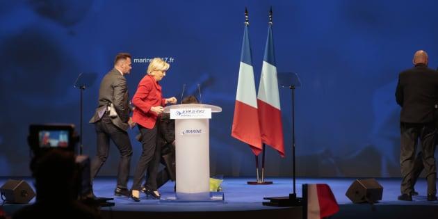 Marine Le Pen sévèrement taclée par la chanteuse Cher