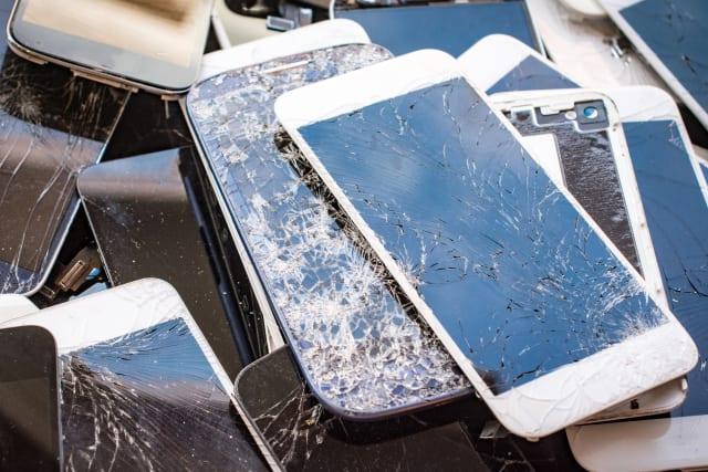 Esta es la máquina que arregla los cristales rotos de los iPhones