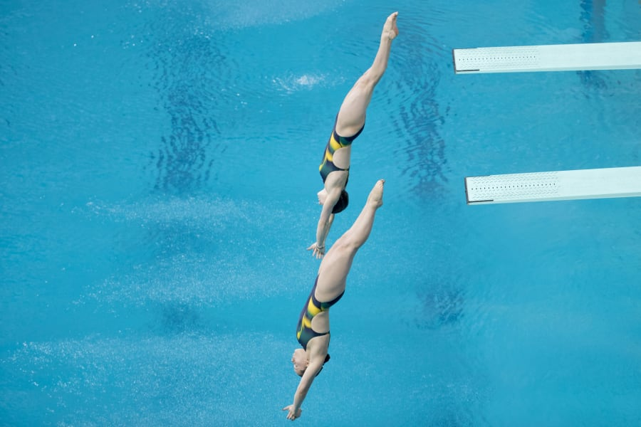 Rio 2016: Australia's Maddison Keeney and Anabelle Smith win Olympic diving bronze