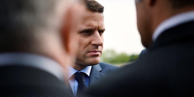 Macron l'emporterait largement sur Le Pen — Sondage