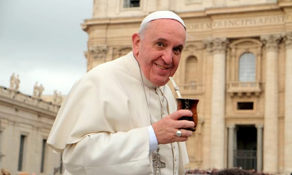 Vatican, Rome, Italy. 19th February 2014. General Audience of 19 February 2014 - Pope Francis drinks the mate offered by a pilgr