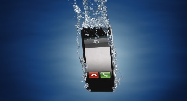 mobilephone splashed into water