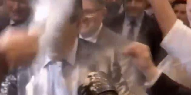 François Fillon enfariné à son arrivée au meeting de Strasbourg