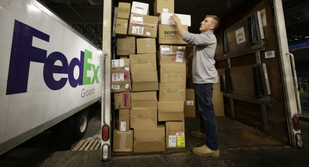 FedEx 2Q net income misses estimates
