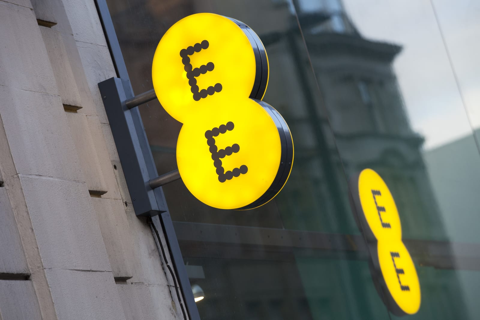 EE follows rivals by bundling
