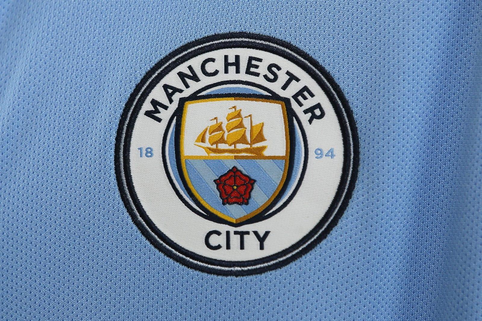 El Manchester City presentó su nueva camiseta Nike inspirada en los campeones del '68