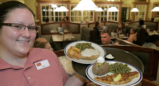 Florida Tampa Temple Terrace Bob Evans Restaurant waitress smile job work service serving food tray plates dinner country fried