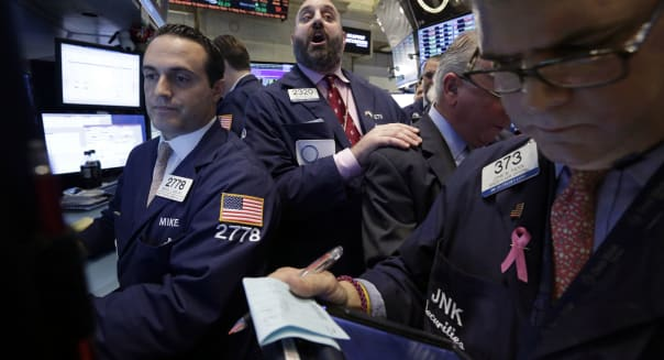 APTOPIX Wall Street (Specialist Peter Giacchi, center, calls out prices during the IPO of Sprague Resources on the floor of the