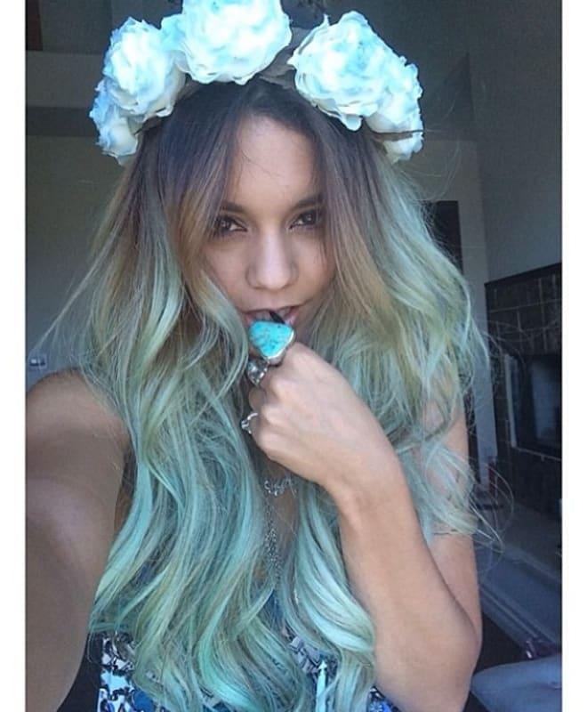 vanessa hudgens pulls a kylie jenner debuts blue hair cambio