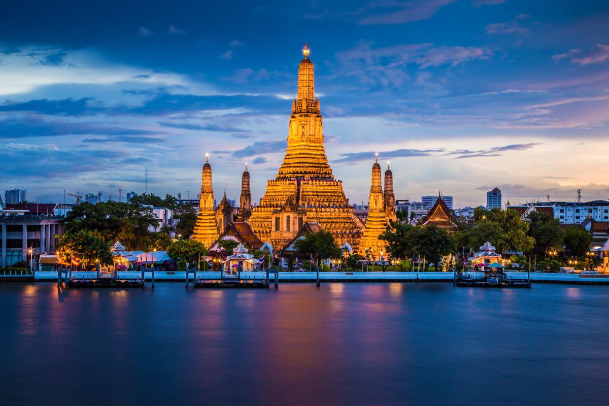 Temple of Dawn or Wat Arun, Rattanakosin Island, Bangkok, Thailand.