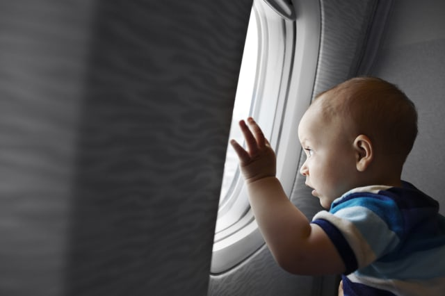 Baby life saved after he stops breathing mid-flight (Video)