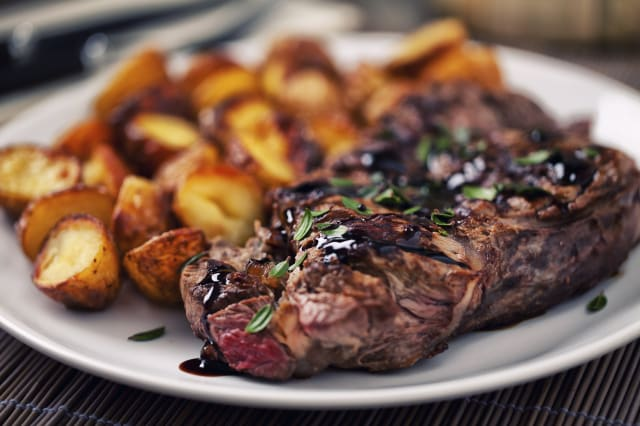 Grilled beefsteak with potateos
