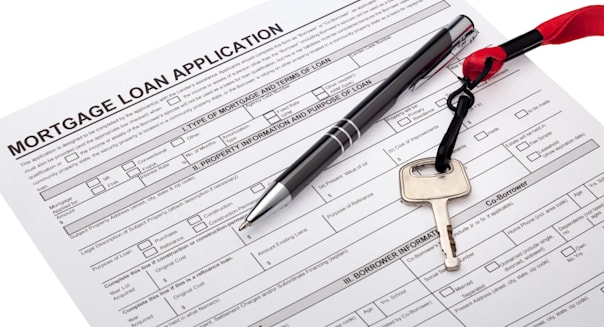 Mortgage Applications Tumble to Lowest Level in 2 Decades