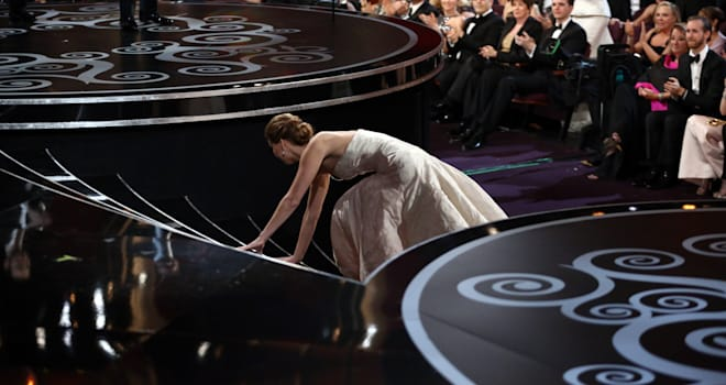 jennifer lawrence oscar fall