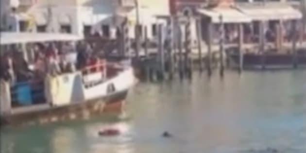 A Venise, un homme noir se noie sous les quolibets des badauds