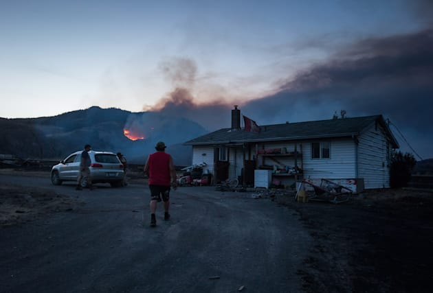 Fire: thousands of evacuations, state of emergency in British Columbia