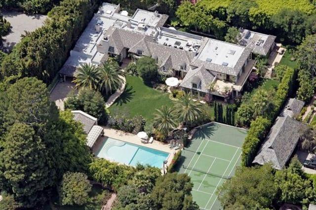 Beckhams to sell &#163... David Beckham House