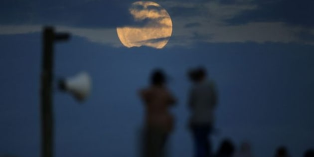 How Best to Watch the Super Moon Light up Greenwich Monday Night