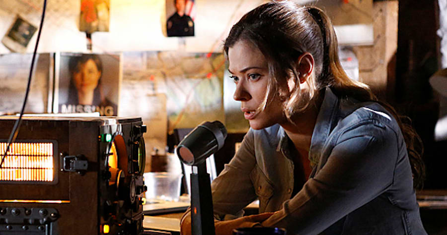 "Frequency -- ""Pilot"" -- Image Number: FRQ101h_0009.jpg -- Pictured: Peyton List as Raimy -- Photo: Bettina Strauss/The CW -- © 2016 The CW Network, LLC. All rights reserved"