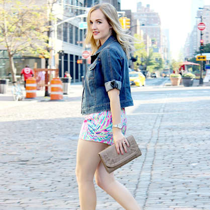 Street style tip of the day: Colorful in the city
